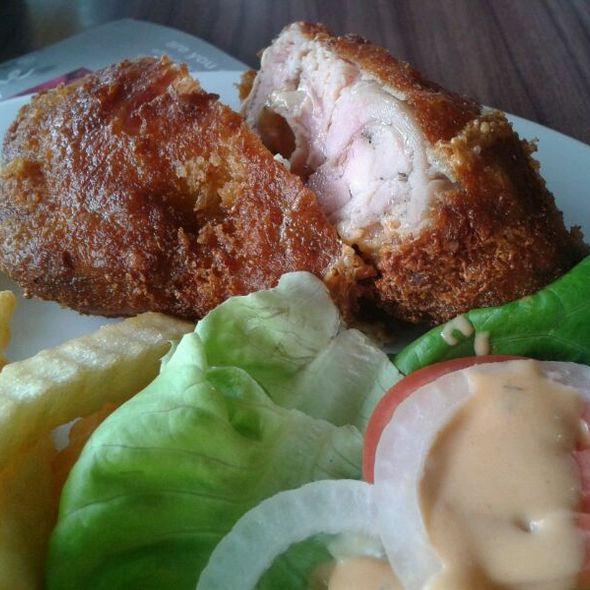 Chicken Gordon Blue @ secret recipe, the circle ratchapruk