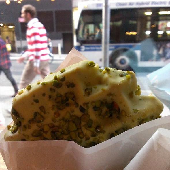 Pistachio Waffle @ Caffe Bene