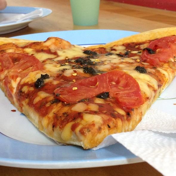 Pizza Margarita @ Pizzeria La Cuchara De Mama