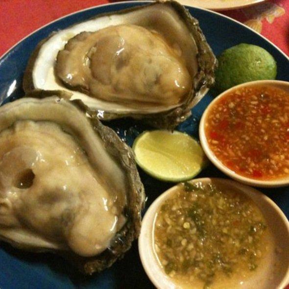 Fresh Oysters @ Bali Hai Seafood Market
