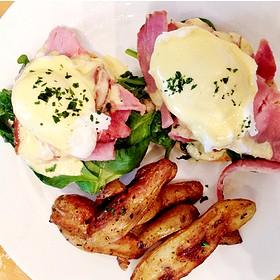 Kingsbury Eggs Benedict