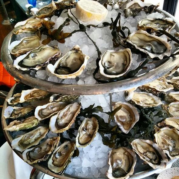 Oysters @ Bar à Huîtres Saint Germain