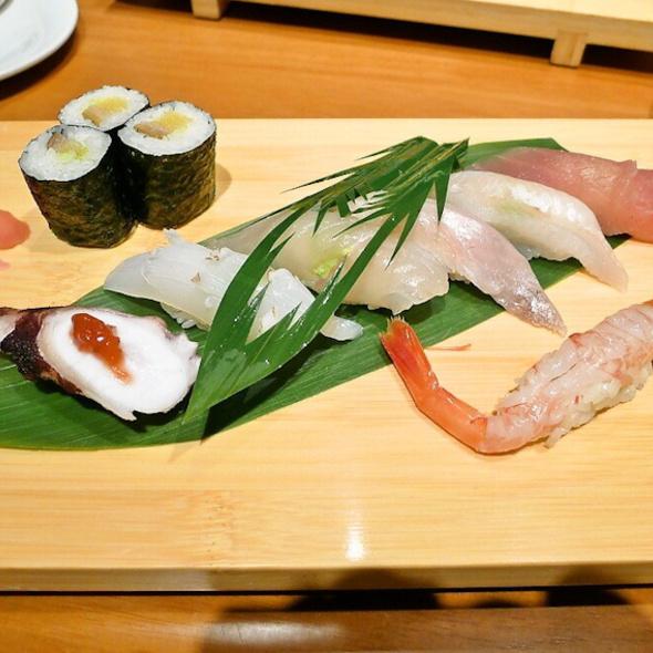 Nigiri Sushi @ Kabuto