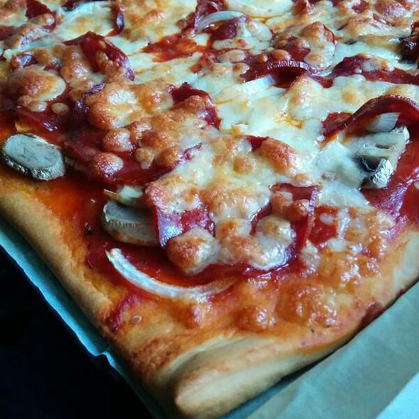 Pizza Chorizo, Onions, Mushrooms @ Homemade
