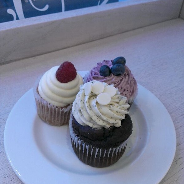 Cupcakes @ Upside Down Cake & Co