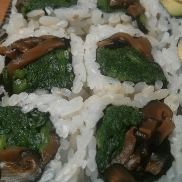 Shiitake And Spinach Roll @ Akio Sushi