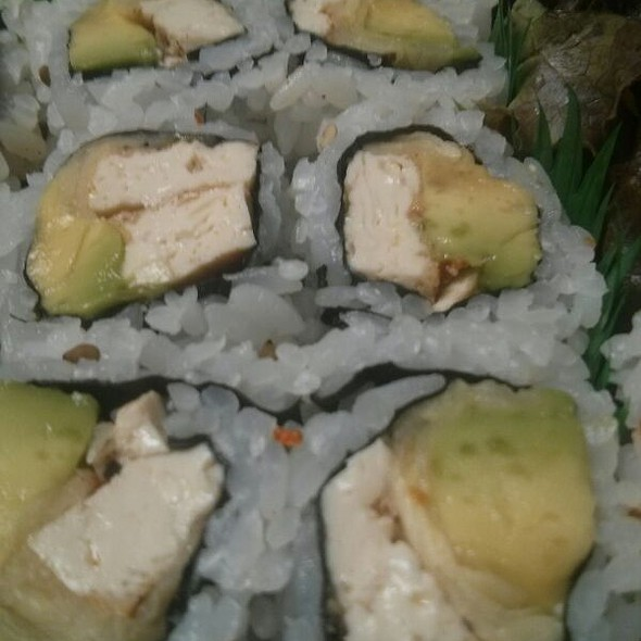 Spicy Tofu, Ginger And Avocado Roll @ Akio Sushi