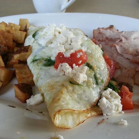 Skinny Greek Omelette at Kraftsman Cafe