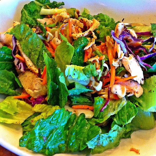 Asian Chicken, Salad @ The Loop