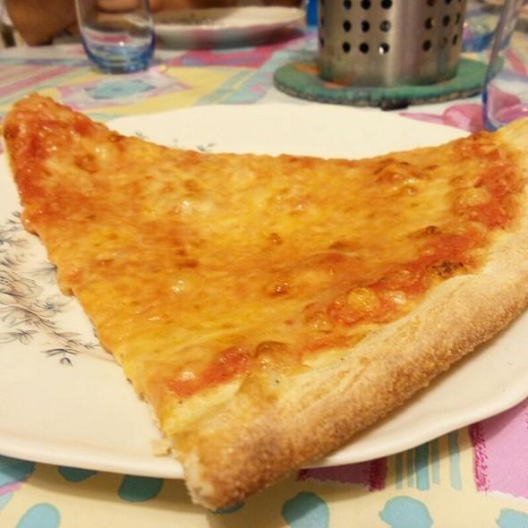 Maxi Margherita @ Pizzeria Spaccanapoli Cosenza