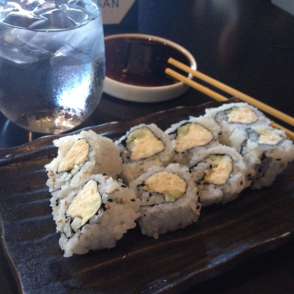 Blue Crab And Cucumber Cut Roll - Yojisan, Beverly Hills, CA