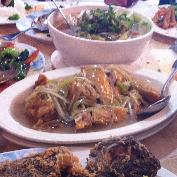 Steamed Chicken With Garlic & Scallion @ Viet Royale