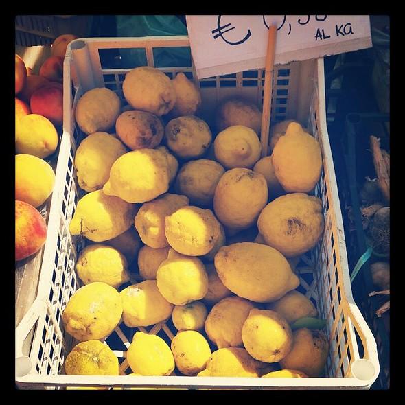 Organic Lemons @ Mercato del Sabato