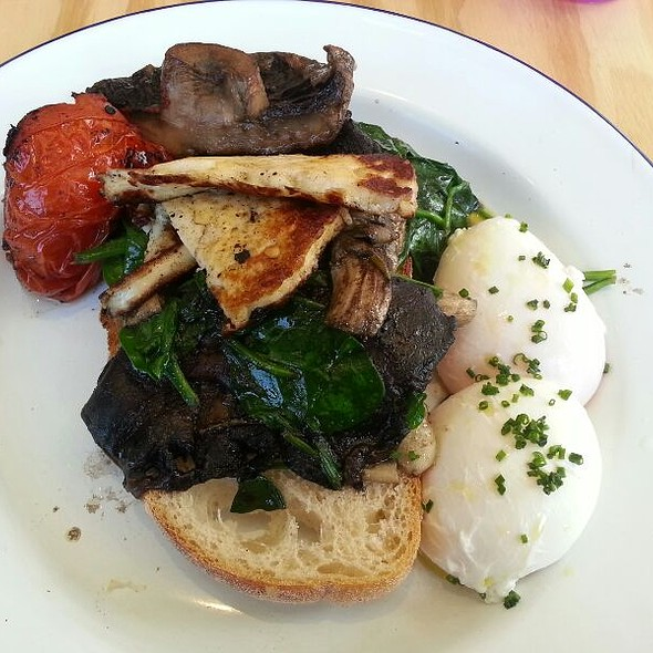 Rosemary Garlic Mushrooms with Halloumi, Roast Tomato, Baby Spinach & Poached Eggs @ Element 6