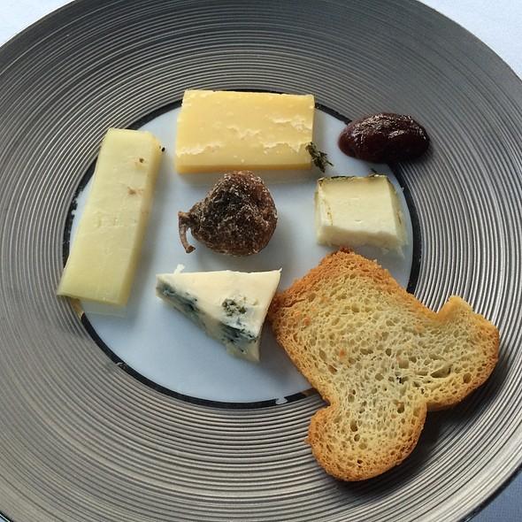 Kaasplateau/Cheese platter @ Mezzo Restaurant & Kamers