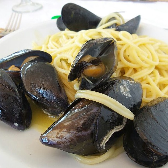 Spaghetti Alle Cozze E Vino Bianco @ Acquappesa Marina