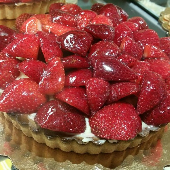 Strawberry Tart @ Whole Foods Market - Cupertino