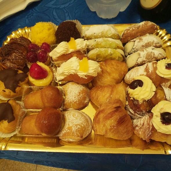 Pastarelle mignon @ Antica Pasticceria Del Corso Snc Di Apa Francesco & Giuseppe - Bar Pasticceria