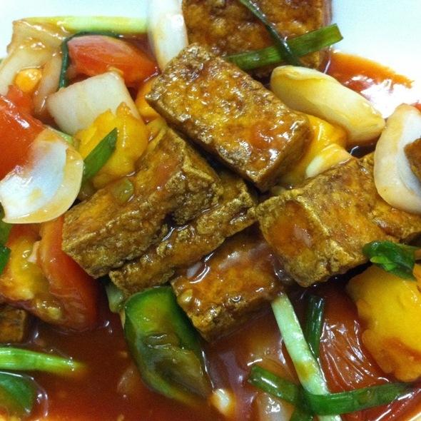 Vegetarian Tofu In Sweet & Sour Sauce เต้าหู้ผัดเปรี้ยวหวานเจ @ Nhà Hàng Con Voi Vàng (Golden Elephant)