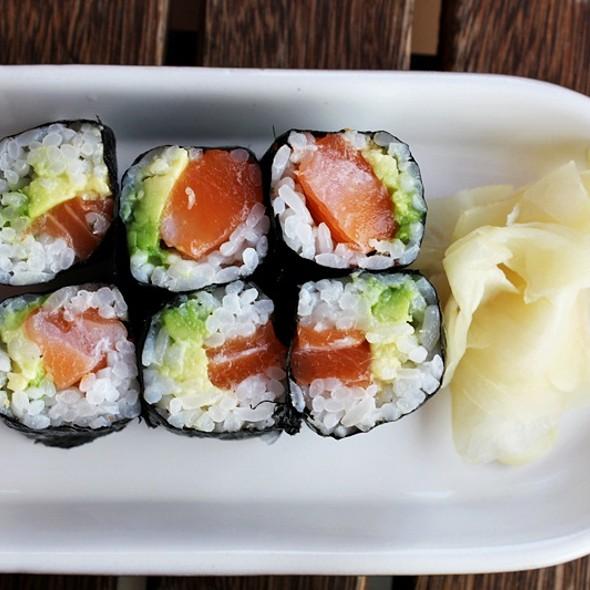 Sake Avocado Maki @ Tabeyo