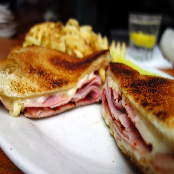 Grilled Ham & Cheese @ Dublin's Bar & Grill
