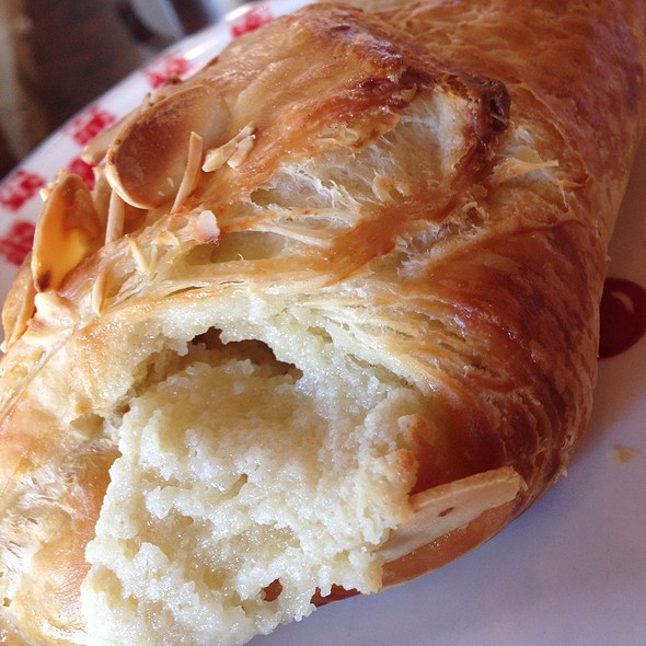Almond Crossiant