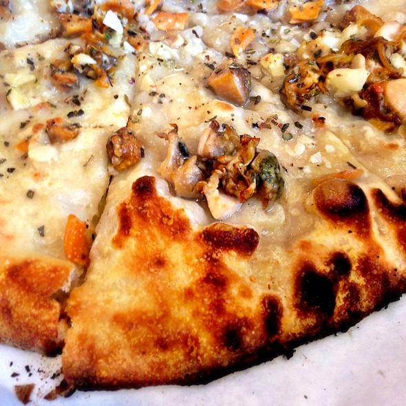 White Clam Pie @ Frank Pepe's Pizzeria Napoletana