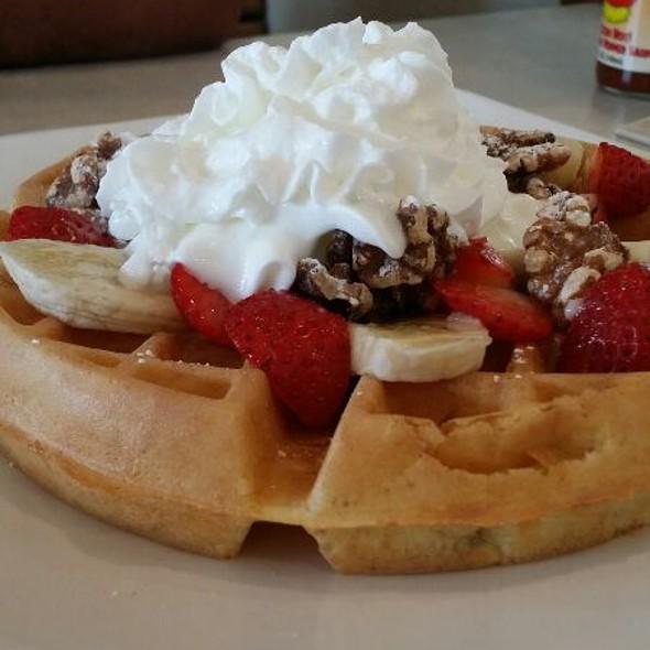 Strawberry Banana & Walnut Waffle @ The Egg and I Restaurant