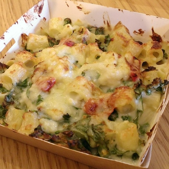 Macaroni and Cheese with Kale and Chilli @ Pret A Manger