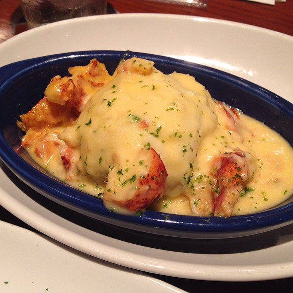 Lobster Garlic Mashed Potatoes @ Red Lobster
