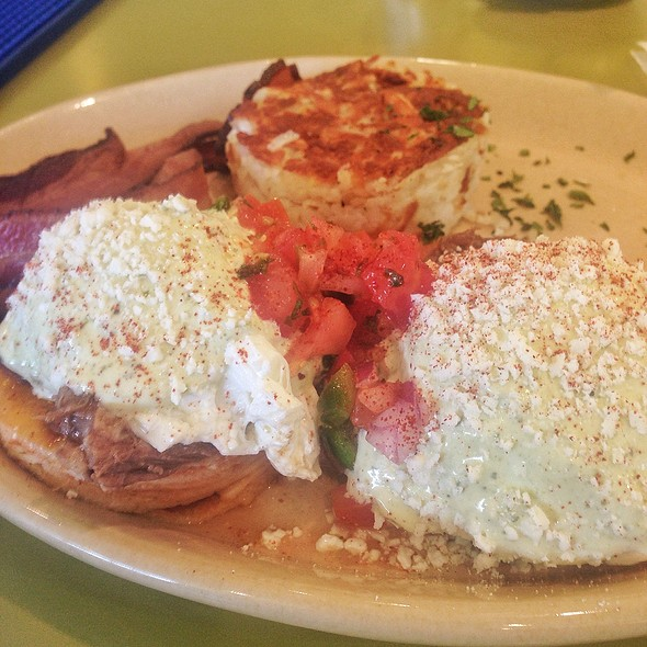 Chilaquiles Benedict @ Snooze An AM Eatery