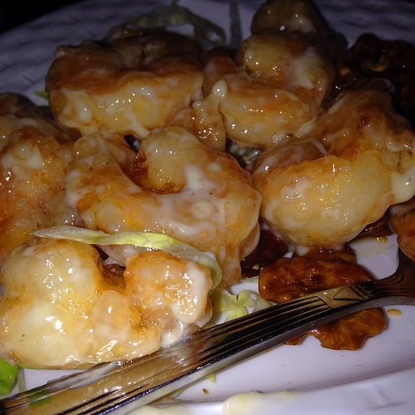 Crispy Shrimp With Honey Walnuts  @ R & G Lounge