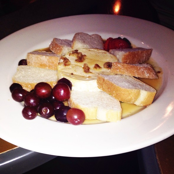Caramelized Brie & Bread @ Brick Restaurant