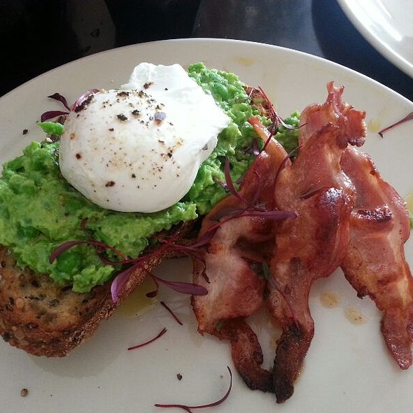 Smashed Minted Peas, Poached Egg & Bacon @ Excelsior Jones