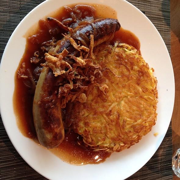 Luzerner Bratwurst Mit Rösti @ Challet Suisse
