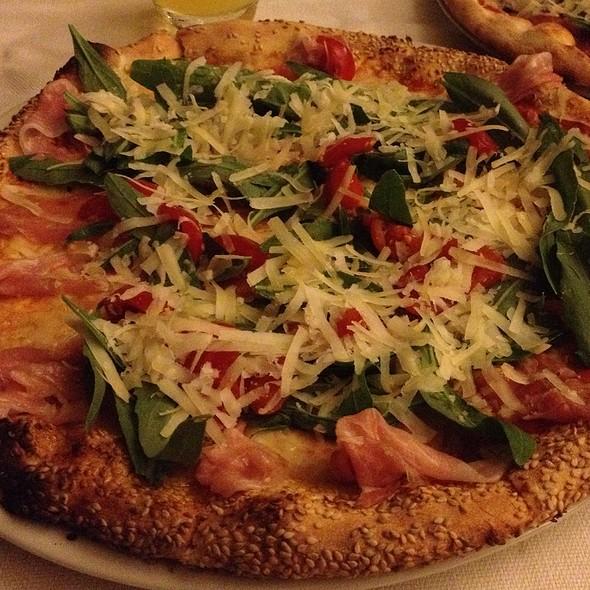 Pizza Paesana Con Impasto Al Sesamo @ Villa Kailia