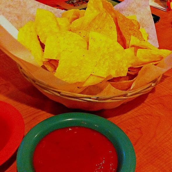 Chips and Salsa @ El Alcapulco