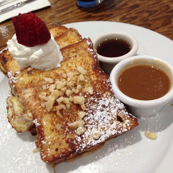 Macadamia Nut French Toast  @ YogurStory