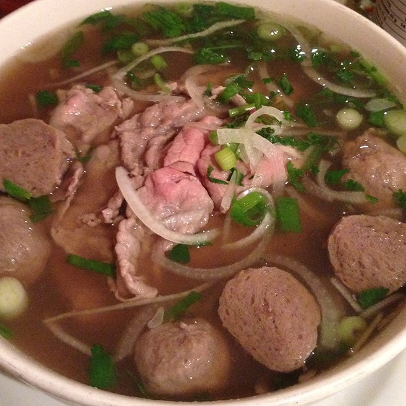 Pho Tai Bo Vien (Beef With Beef Balls)
