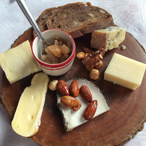 Kaasplankje/Cheese platter @ Restaurant De Matroos En Het Meisje
