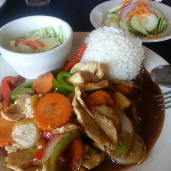 Cashew Chicken @ Thai Basil