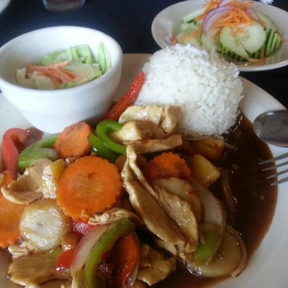 Cashew Chicken @ Thai Basil