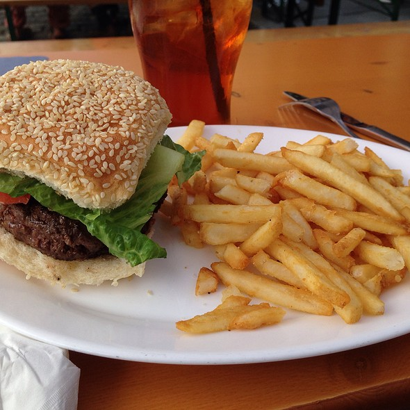 Burger @ Ulysses Folk House