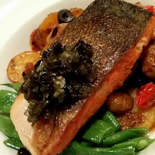 Salmon - Inn on the Twenty, Jordan, ON