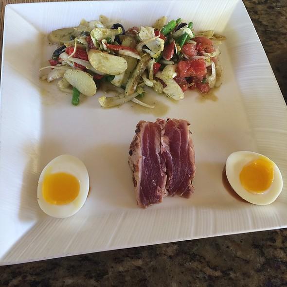 Niçoise salad - Ferraro's Bar e Ristorante Maui, Wailea, HI