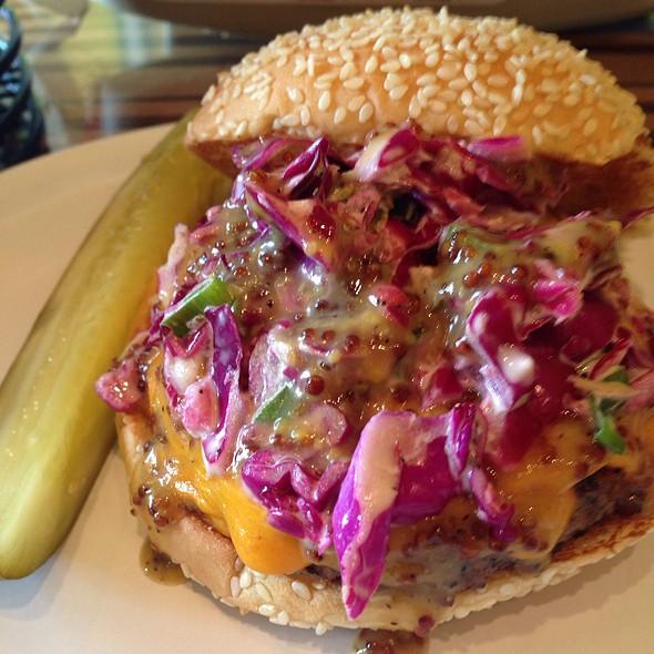 Carolina Burger @ Bobby's Burger Palace