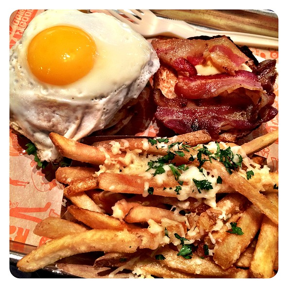 Super Cheeseburger With Egg And Garlic Fries @ Super Duper Burger