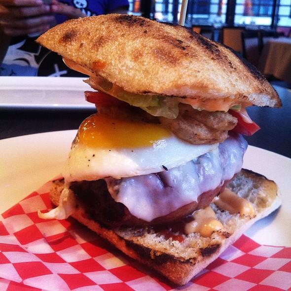 Burger Crescent En Folie - Newtown, Montreal, QC
