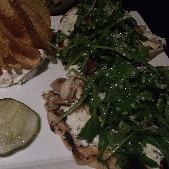 Flatbread With Arugula Mushrooms And Goat Cheese