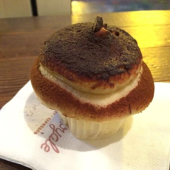 Tiramisu Cupcake @ Cupcake Royale